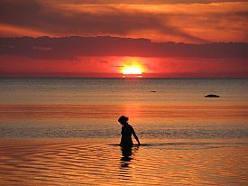 psychic-healers-woman-bathing-in-sunset-ocean